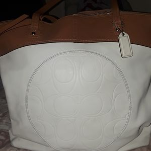 Coach tore solid leather winter white and tan